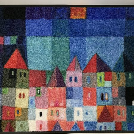 Tapis-colourful-houses-Maison-et-Cadeaux-scaled.jpg