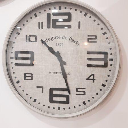 horloge-beige-maison-et-cadeaux-1-scaled.jpg