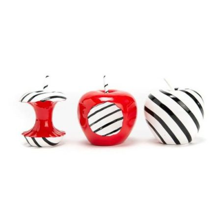 sculpture-de-fruits-lot-de-3-pommes-en-resine-rouge-blanc-noir-maison-et-cadeaux-1.jpg